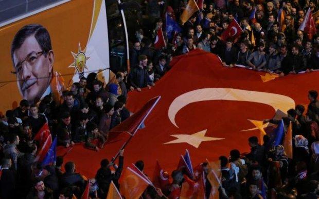 Выборы в Турции: Эрдоган уверенно лидирует