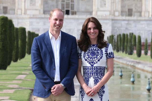 Солодка парочка: принц Вільям не по-дитячому підколов Кейт, фанати регочуть