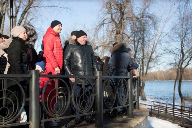"""На Водохреще Кличко пірнав у Дніпро і проводив для мерів 30 міст екскурсію парком """"Наталка"""""""