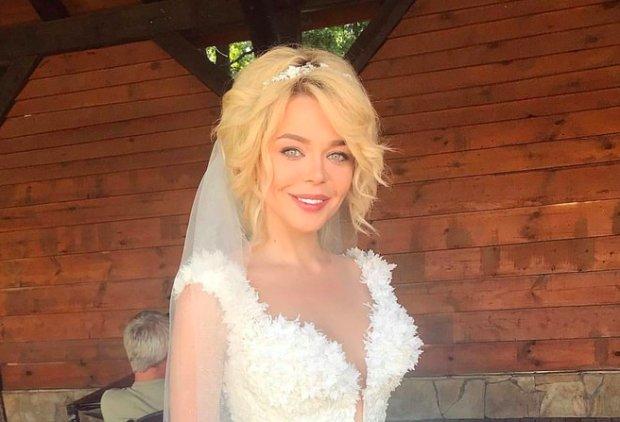 """Гросу таємно зіграла весілля, нове фото все підтверджує : """"Ще одна обручка"""""""