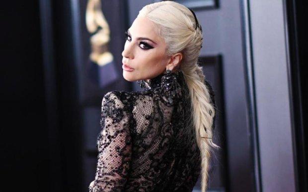 """У найкращих традиціях """"полунички"""": епатажна Леді Гага роздяглася для фанатів"""