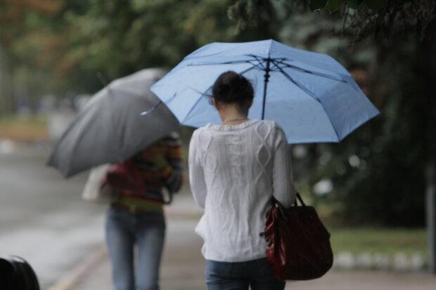 Погода на 31 липня: літо помахає рукою українцям, час відкласти купальник