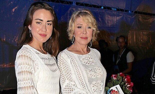 Любовь Успенская с дочерью, фото kp.ru