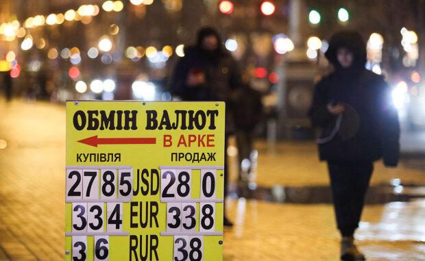 Курс валют на 20 лютого продовжив падіння долара та налякав євро
