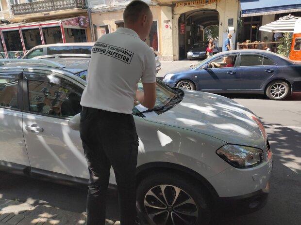 Одеська автоледі паралізувала рух трамваїв: ганебні кадри розлетілися мережею