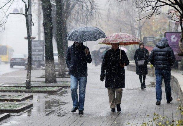 Погода на початок тижня: Україну накриє снігопадами, дощами та туманами