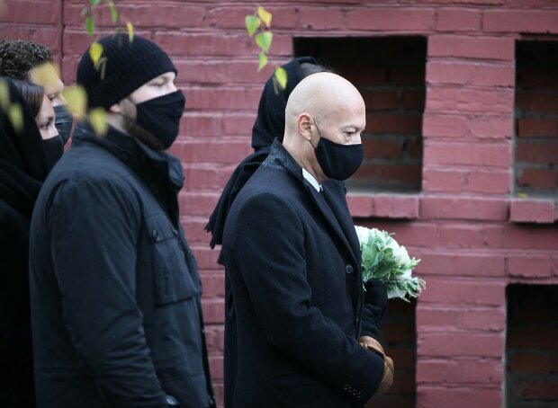 Федір Бондарчук на похоронах матері, фото: mk.ru