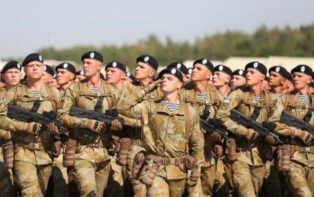 Військовим підняли зарплату: хто скільки отримає