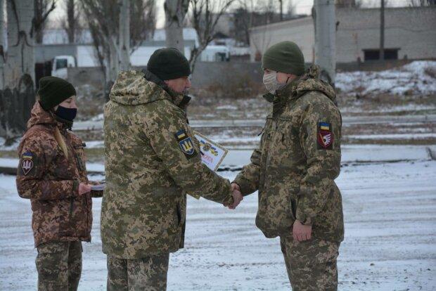 Храбрым украинским воинам вручили знаки отличия командования ООС, фото: штаб ООС