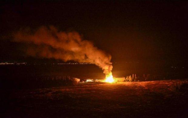 Как факел: в Киеве сгорел дотла плавучий ресторан
