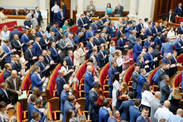 Рада підтримала зняття недоторканності з депутатів: як розподілилися голоси