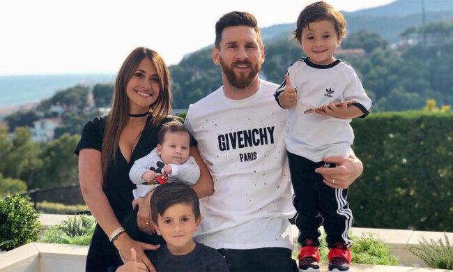 Ліонель Мессі з дружиною та дітьми