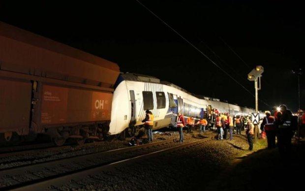 Смертельна ДТП у Польщі: поїзд зніс авто з українцями