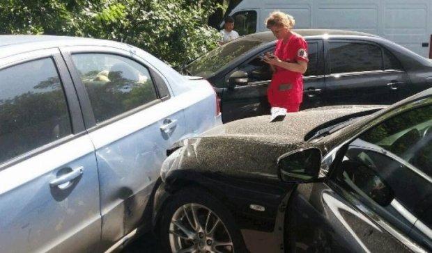 Девушка из-за приступа  эпилепсии протаранила 4 автомобиля в Одессе