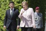 """Зеленский поразил мир реакцией на """"дрожь"""" Меркель: """"Я рядом, так что она была в безопасности"""""""