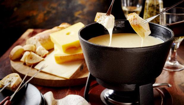 Швейцарское сырное фондю - для настоящих фанатов сыра