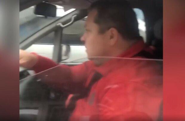 Мужчина сбил собаку, фото: кадр из видео