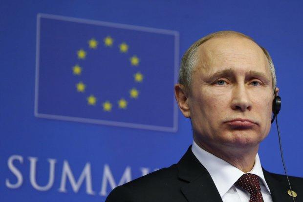 """""""Сама рухається, він вже не контролює себе"""": нове фото Путіна розбурхало мережу"""