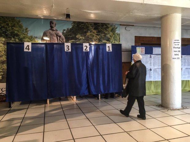 Агитация в день выборов, испорченные бюллетени и ажиотаж в Польше: что известно о голосовании в Украине и за ее пределами