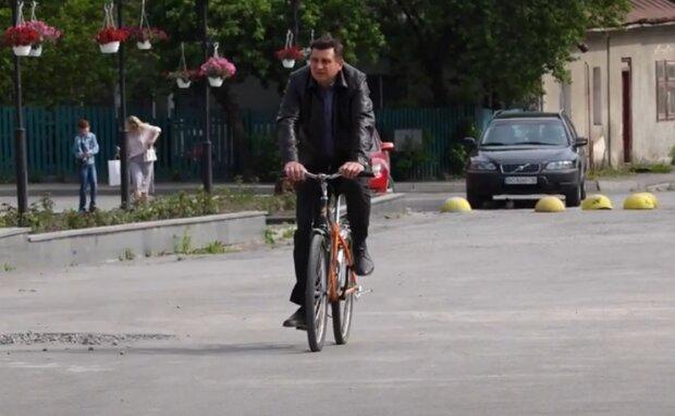 На Тернопільщині чиновники масово пересіли на ровери - Зеленський обіцяв, а вони зробили