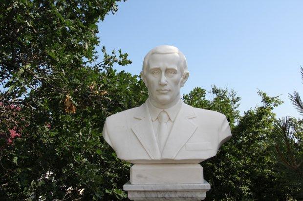 """""""Його ж ніхто не помітить"""": відомий скульптор поставить пам'ятник Путіну в повний зріст"""