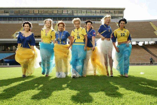 Палкі красуні на пляжі: дружини українських футболістів допоможуть перемогти Португалію