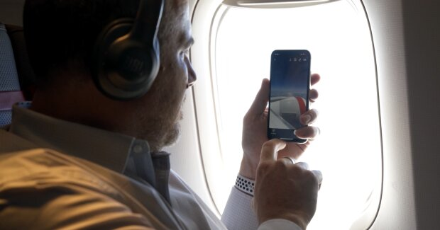 Телефон на борту літака, https://bitly.su/g9gtvAeU