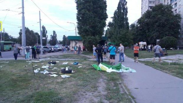Харьковская автоледи снесла палатку Зеленского вместе с людьми: Зайцева перед глазами