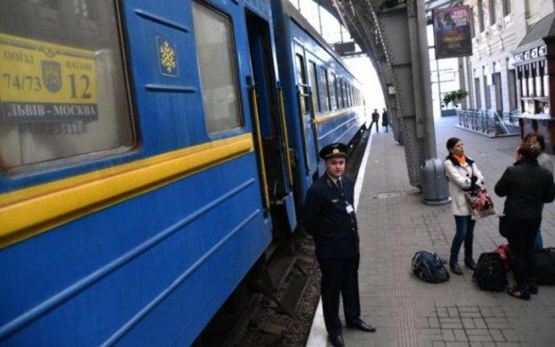 """Поезд дальше не едет: Омелян рассказал, как """"прекратится"""" железнодорожное сообщение с Россией"""