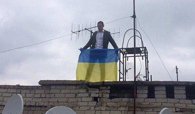 Патриоты Донбасса установили новый флаг Украины на высотке