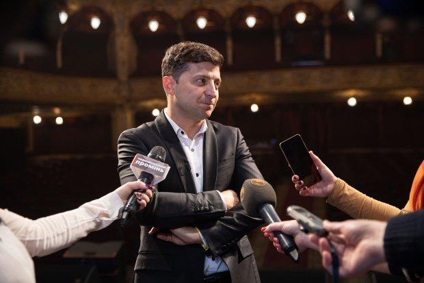 """Зеленский """"накормил"""" Тимошенко перед выборами: кислый борщ тебе в стаканчик"""