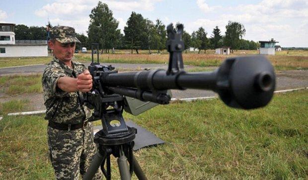 Львовские пограничники учились уничтожать бронетехнику из гранатометов (фото)