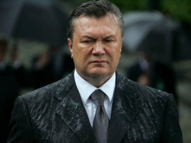 Януковича закидали яйцями у Франківську: як це було, - українцям нагадали відео