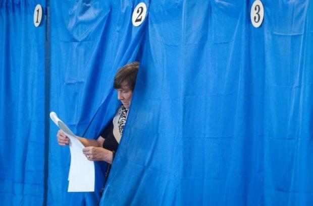 """Киевлянам обрывают телефоны в день выборов: """"Голосуйте в трубку"""""""