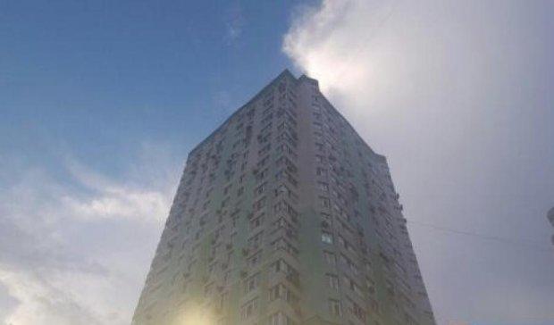 В Киеве 3-летний ребенок выпал из окна многоэтажки