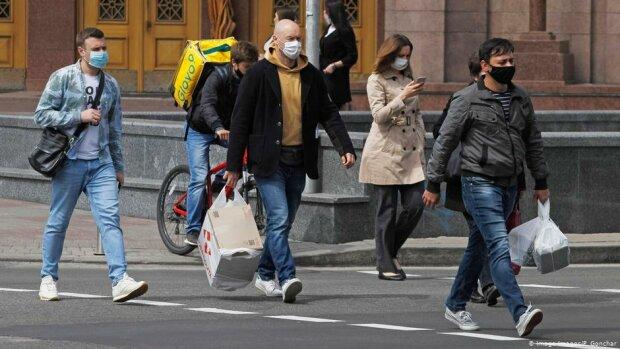 """Киян відправлять на """"продуктовий"""" карантин: що заборонено з 1 квітня"""