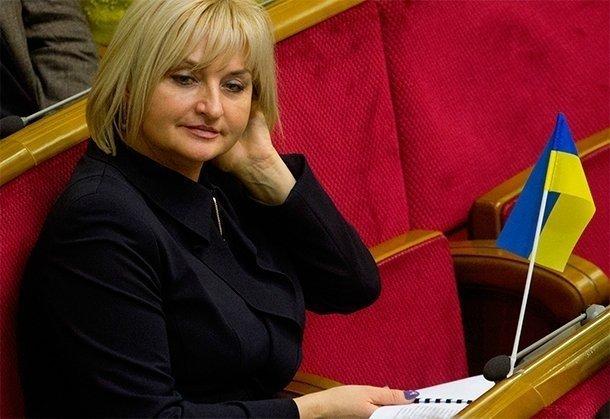 Жена Луценко пустила слезу под Радой