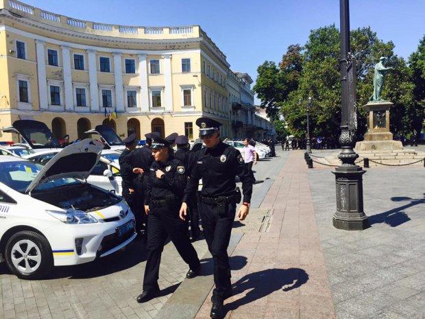 В Одесі переполох: неадекват з ножем полює на малюків, батьки втратили спокій та сон