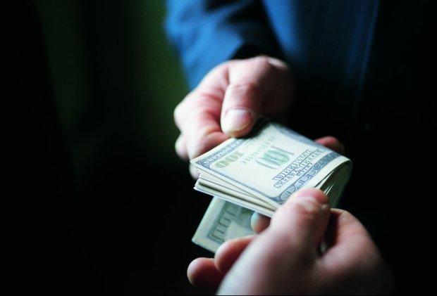 Фастів – місто контрастів: СБУ затримала куму головного антикорупціонера на хабарі