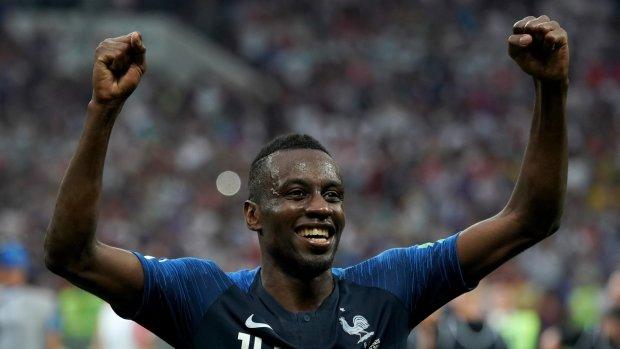 Лидер сборной Франции раздал призовые за победу на мундиале голодным детям