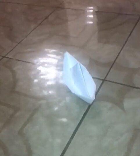 Львів'яни пускають кораблики просто в квартирах після потужної зливи - води по коліно
