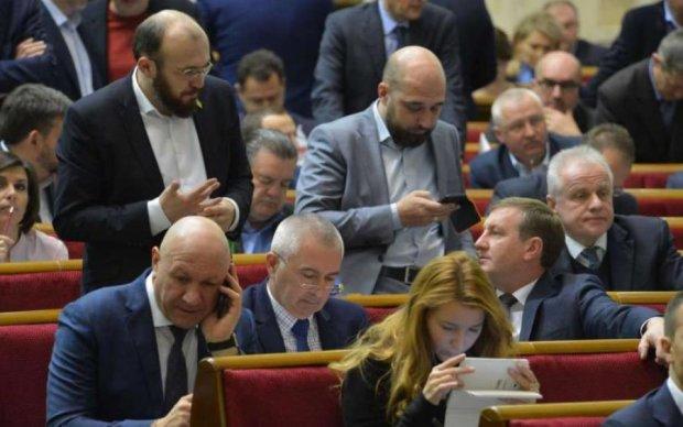 Майские праздники в Украине: как отметят нардепы