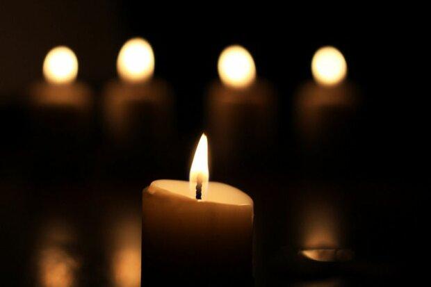Свічка скорботи, фото з вільних джерел