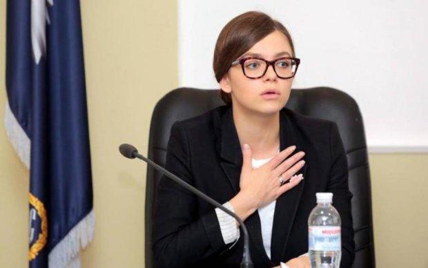 Скандальна заступниця міністра торгує собою на аукціоні
