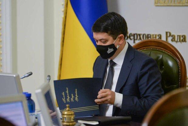 Разумков срочно созвал нардепов из-за Зеленского: президент ветировал важный закон