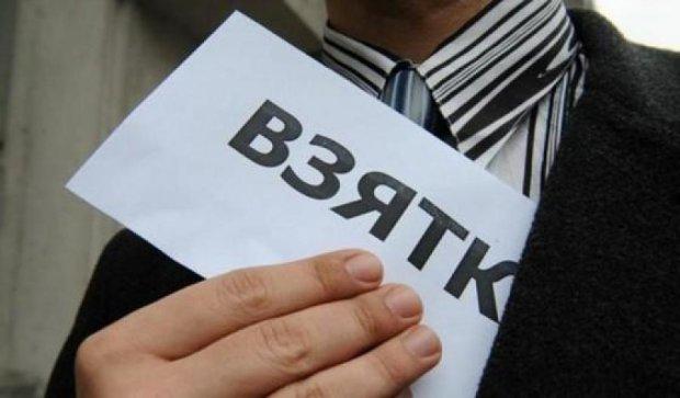 Харківські прикордонники пускали до України за тисячу доларів