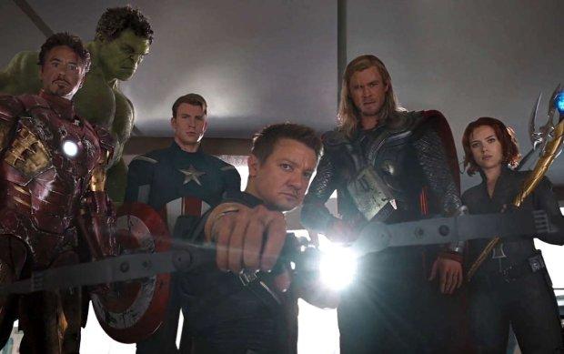 """Героев """"Мстителей"""" показали без грима: как спасители человечества выглядят в повседневной жизни"""