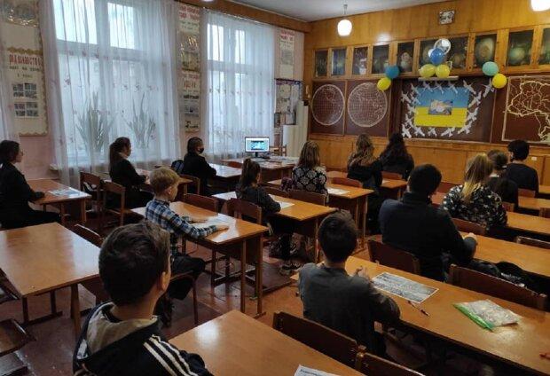 """В українській школі директор принизила учениць за зовнішність: """"Худесенька, а целюліт"""""""