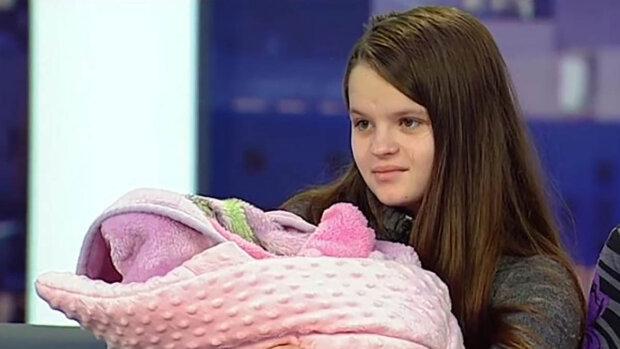 """Самая молодая в Украине мама пойдет в заробитчанки: """"Хочу иметь свою квартиру..."""""""