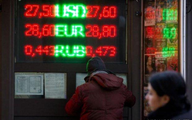 Курс валют на 4 липня: долар і євро розійшлися в різні сторони